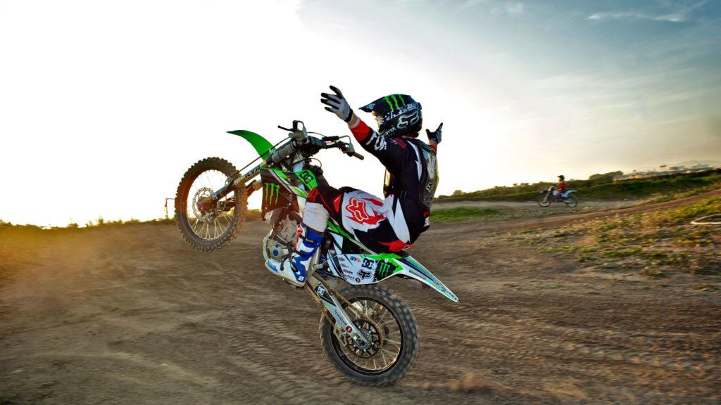 управление кроссовым мотоциклом